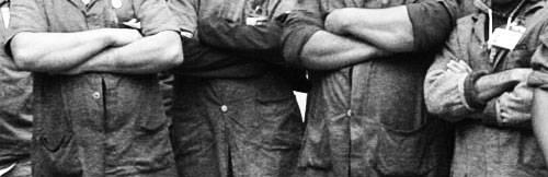 Ilustração: Trabalhadores de braços cruzados