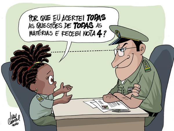 """Charge de uma menina negra perguntando para um militar """"Por que eu acertei todas as questões de todas as matérias e recebi nota 4?"""" enquanto que o militar olha fixamente para o cabelo dela."""