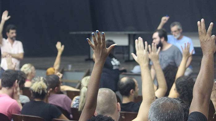 07/03/18 - Servidores se reúnem e aprovam continuidade do movimento.