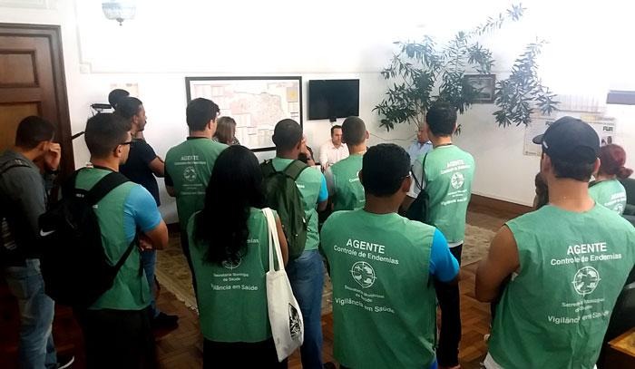 Foto dos Agentes de Combate às Endemias na reunião