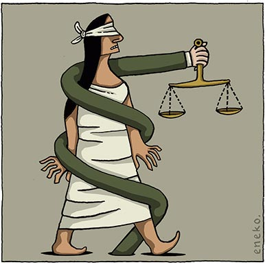 Charge do Eneko. A mulher que simboliza a Justiça, com os olhos vendados, é envolta por um braço de terno que segura a balança da Justiça