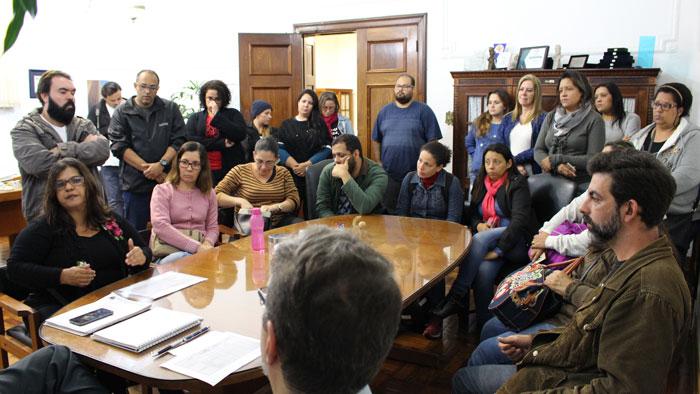 Servidores da Educação reunidos com o governo