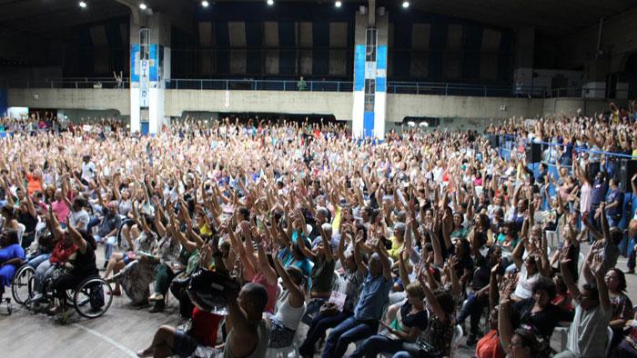 Mais de 2 mil servidores lotaram o ginásio