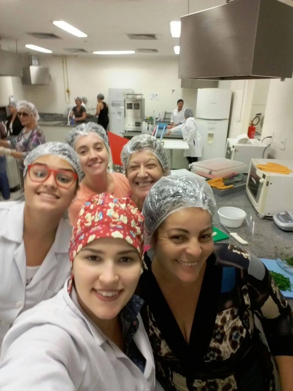 Oficina de culinária com alimentação saudável na Cozinha Industrial da Unifesp